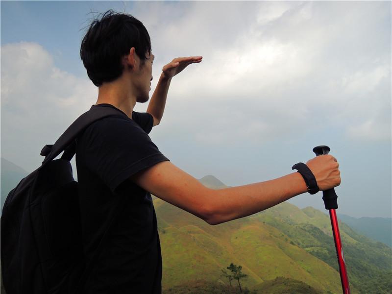 眺望延绵不绝的山脉,不知何时是个头。
