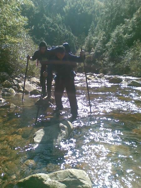 平溪峡谷徒步溯溪