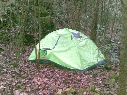 结合求生技能的野外露营