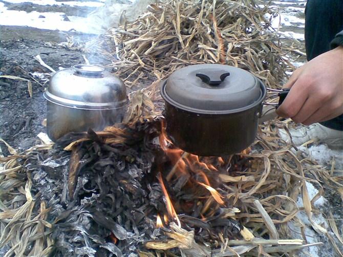 野外露营煮饭