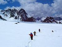 如何在山地与雪坡等地形上行走