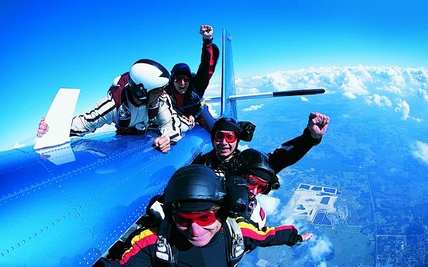 如果从飞机上掉下来没带降落伞怎么办?