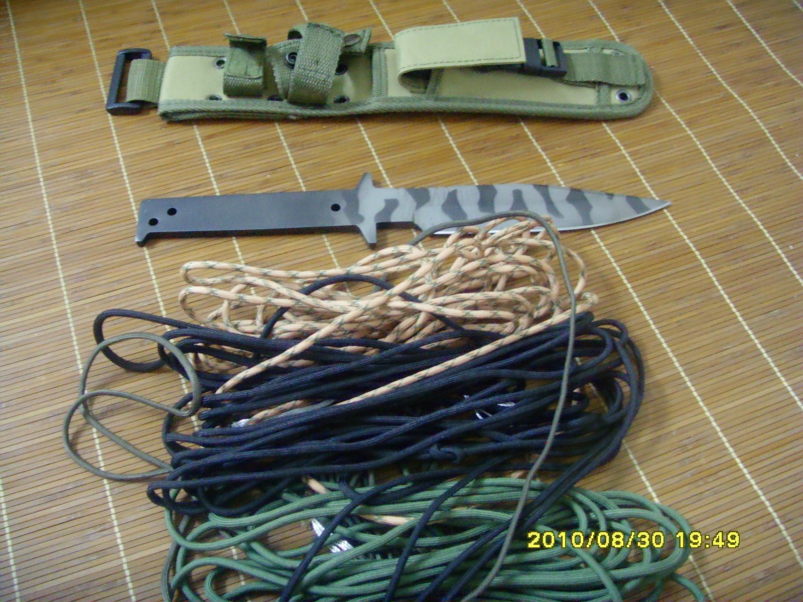 如何用伞绳缠绕刀柄