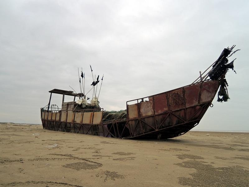 废弃的渔船
