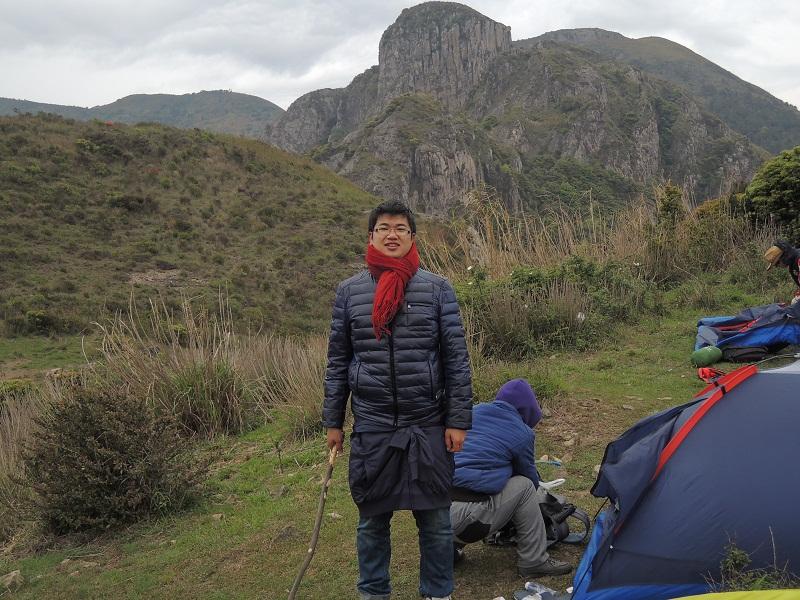背后是悬崖峭壁