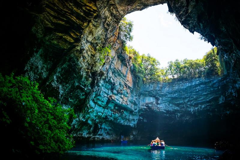 泛舟穿梭希腊梅丽萨尼洞