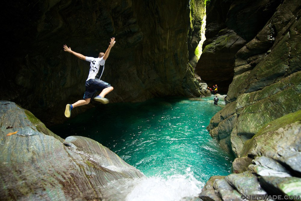 Taiwan-river-trace-adventure-waterfall-jump