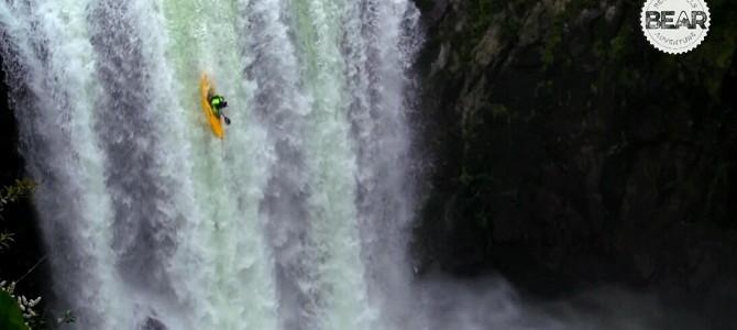 Bear Grylls Adventure:独木舟挑战18米瀑布