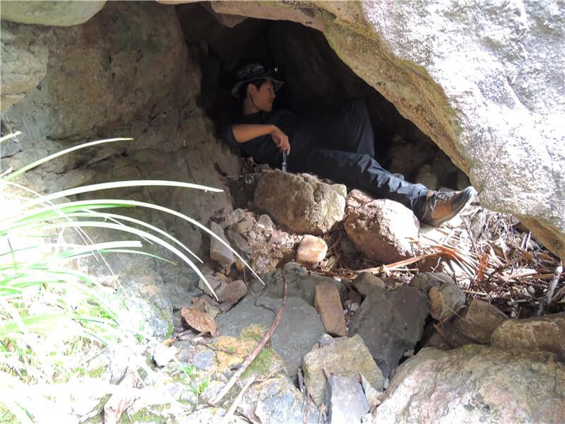 野外求生洞穴庇护所