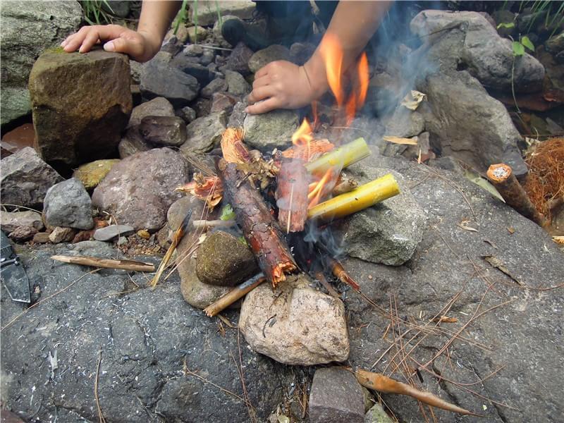 野外求生 竹筒煮水