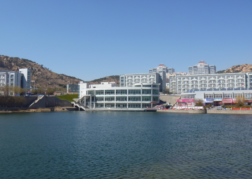 青岛大学里的湖