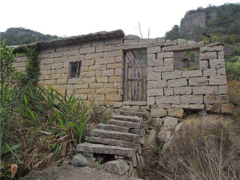 破败的石头房子