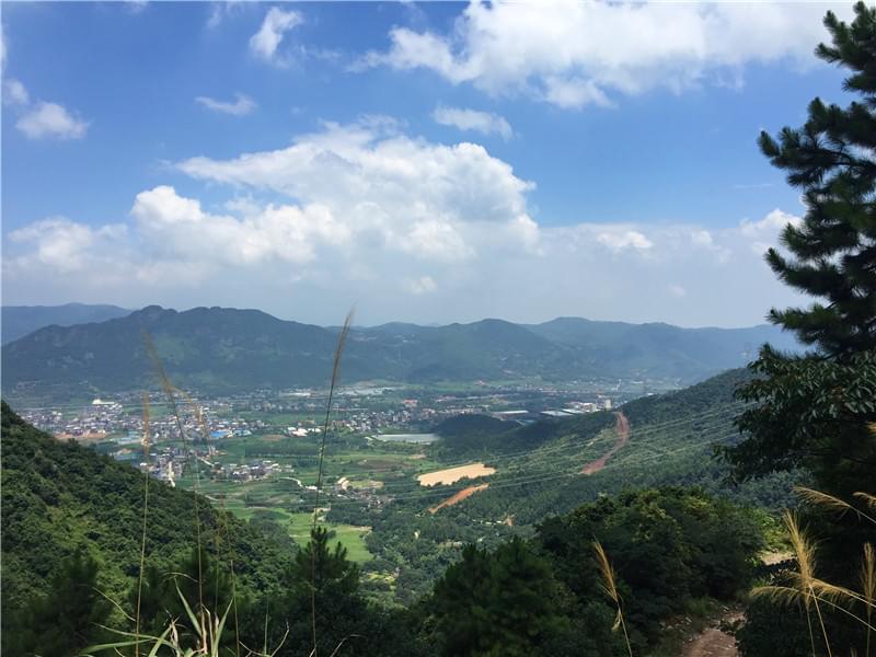 大化山半山腰远眺