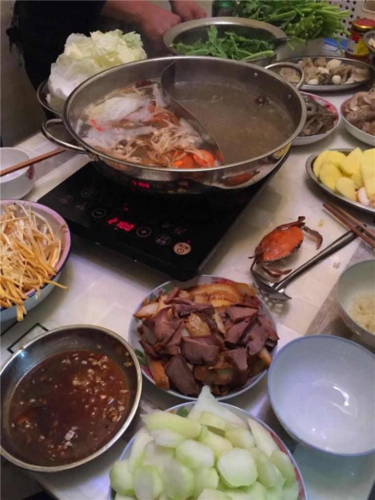 丰盛的火锅晚餐