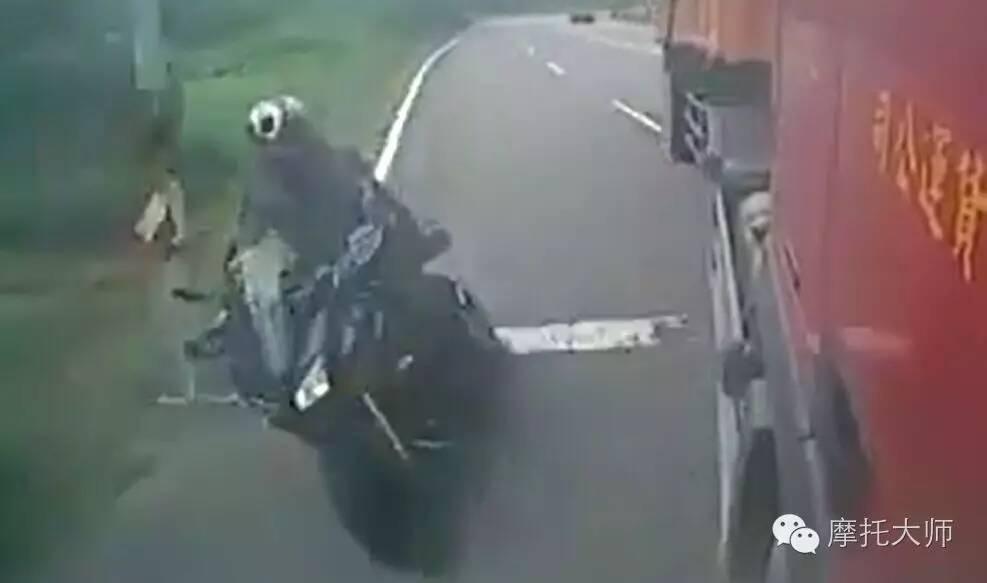 前几天重机骑士与大货车的视频你们看了吗?