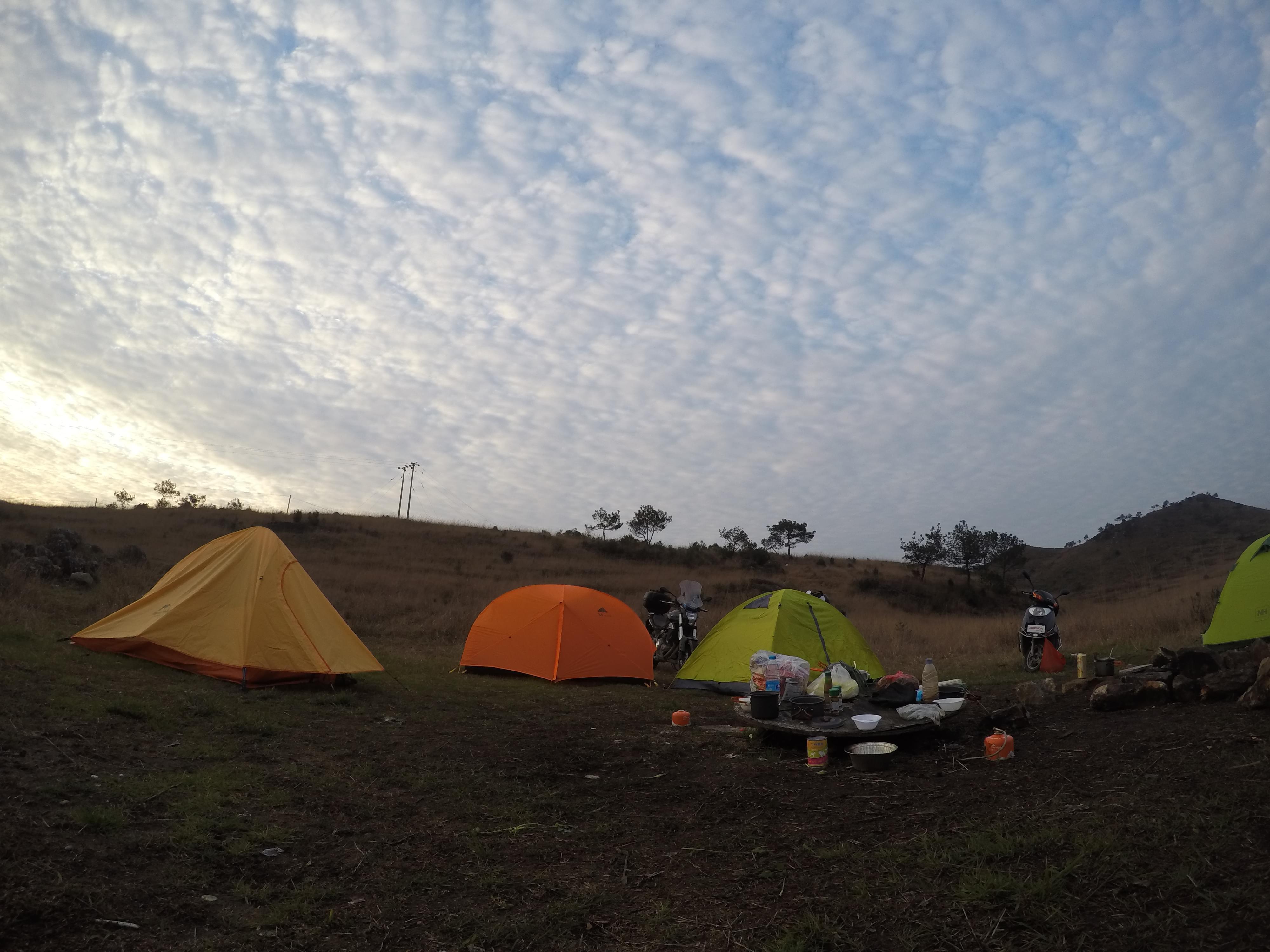 杉洋白溪草场露营