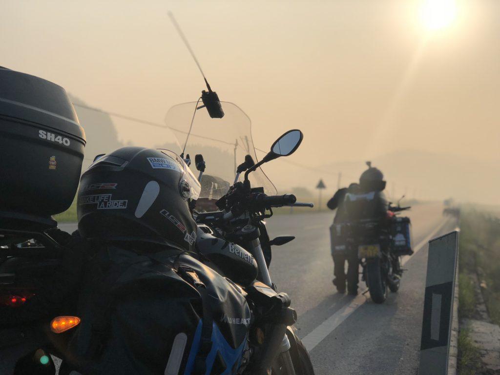 野人部落摩托车旅行