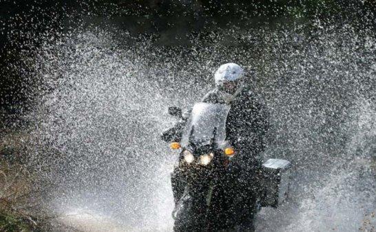 摩托车骑士 注意!雨中骑行要素